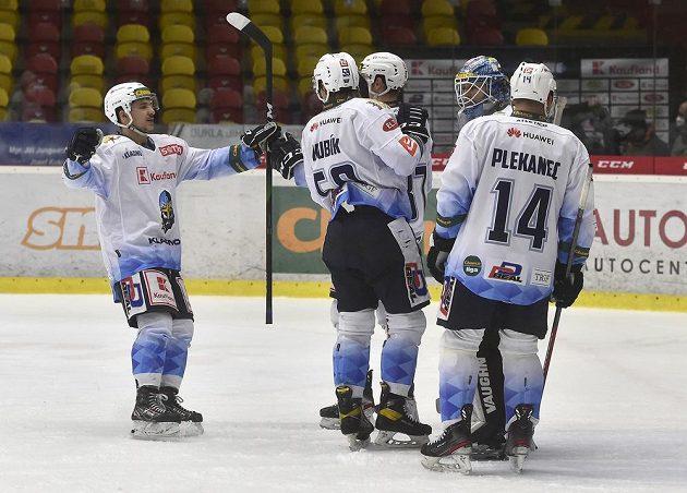 Hráči Kladna se radují z vítězného utkání.