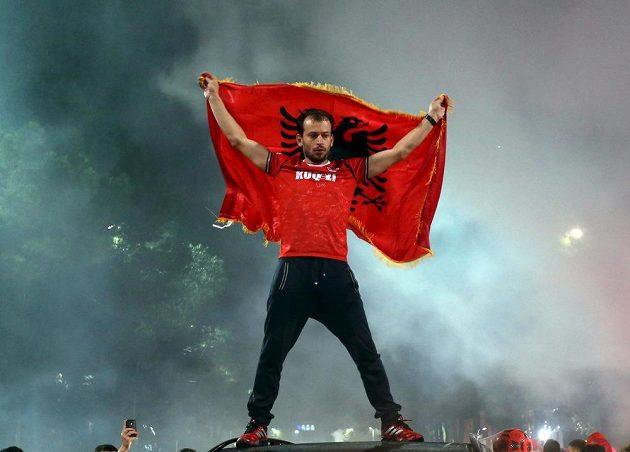 Albánský fanoušek při oslavách postupu na EURO 2016.