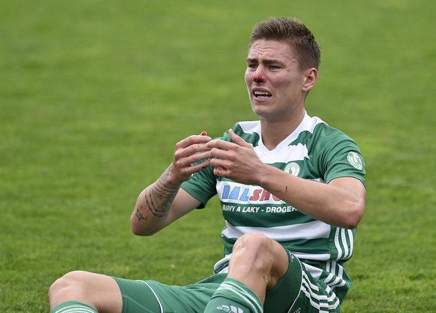 Fotbalista Jan Vodháněl z Bohemians a jeho bolestivé gesto.