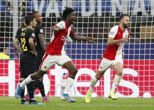Peter Olayinka slaví branku do sítě Interu Milán