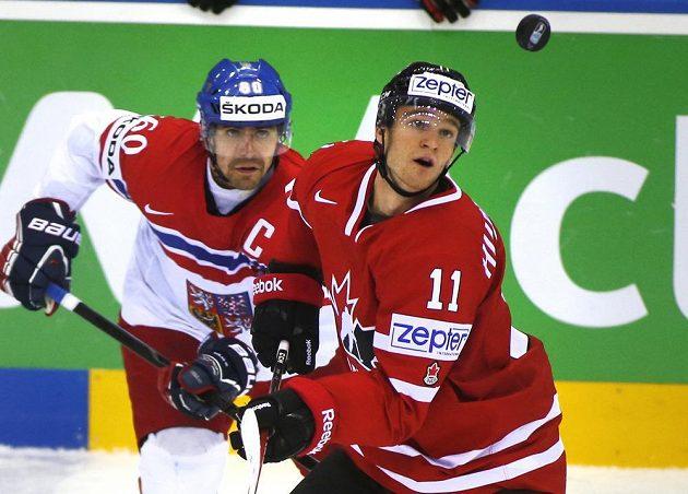 Český kapitán Tomáš Rolinek (vlevo) s Kanaďanem Jonathanem Huberdeauem