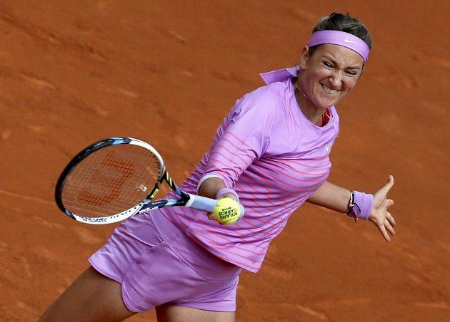 Běloruská tenistka Victoria Azarenková v utkání druhého kola French Open s Lucií Hradeckou.