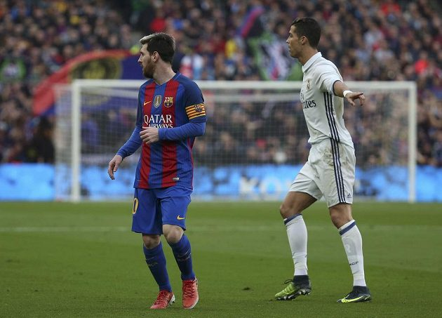 Lionel Messi (vlevo) z Barcelony a Cristiano Ronaldo z Realu.