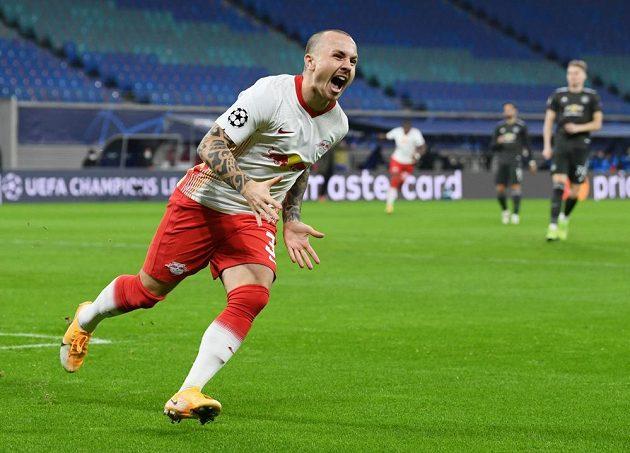 Hráč Lipska Angelino se raduje z gólu proti Manchesteru United.