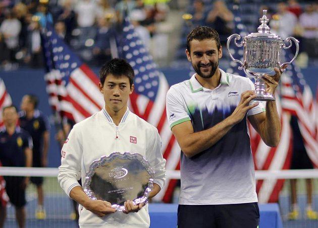 Vítěz US Open Marin Čilič (vpravo) a poražený finalista Kei Nišikori.