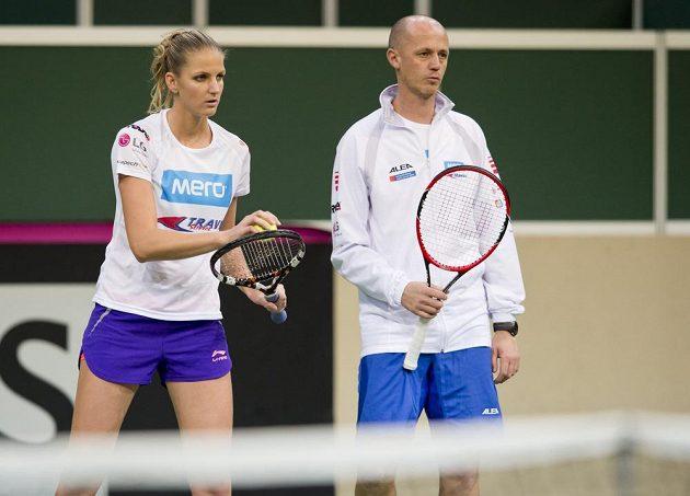 Kapitán Petr Pála a tenistka Karolína Plíšková během úterního tréninku v O2 areně.