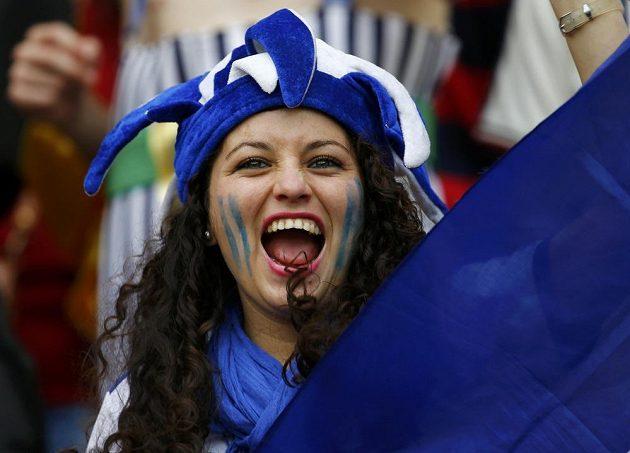 Fanynka Hondurasu se i přes porážku s Francií dobře bavila.