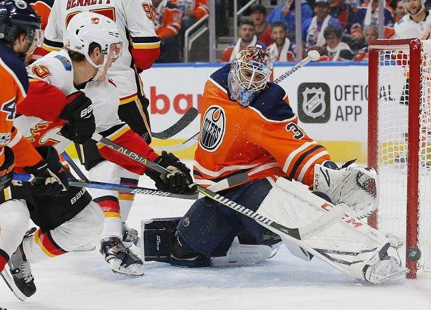 Hokejistům Calgary Flames vstup do sezóny na ledě Edmontonu Oilers nevyšel. Nedali ani gól a prohráli 0:3.