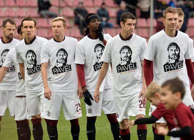 Hráči Sparty uctili památku Pavla Srníčka.