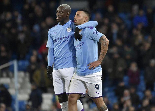 Benjamin Mendy a Gabriel Jesus mohli slavit vítězství nad West Hamem