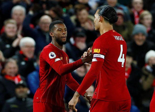 Fotbalisté Liverpoolu se radují po vstřeleném gólu.