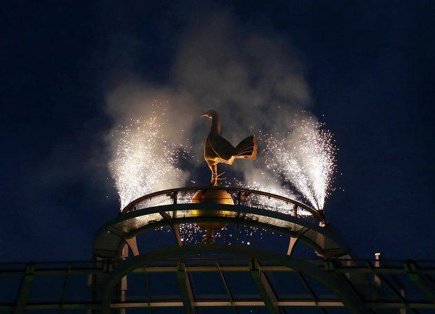 Fotbalový Tottenham si užívá. Má nový stadion a k tomu vyhrál nad Crystal Palace. K vidění byl i ohňostroj.