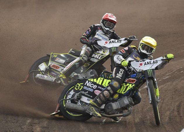 Martin Vaculík ze Slovenska a Antonio Lindback ze Švédska v akci Grand Prix České republiky.