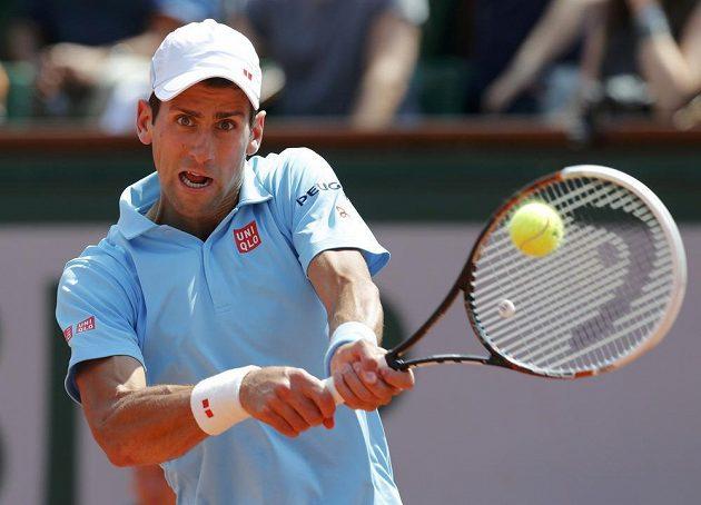 Srbský tenista Novak Djokovič ve finále Roland Garros proti Rafaelu Nadalovi.