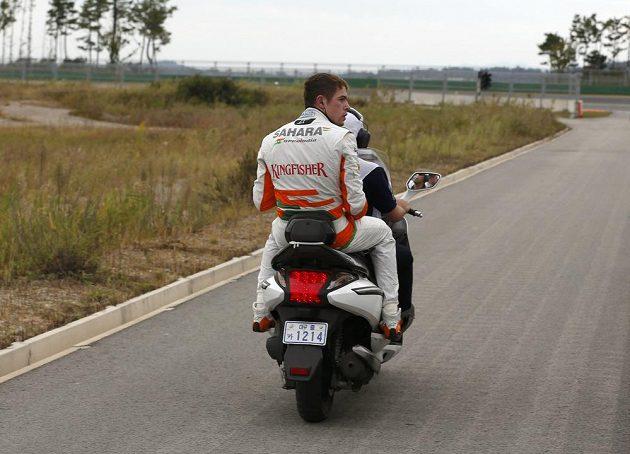 Di Resta skončil na okruhu v Jongamu skončil po výjezdu mimo trať předčasně.