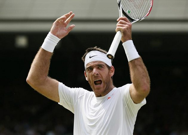 Argentinský tenista Juan Martín Del Potro se raduje z vítězného úderu.