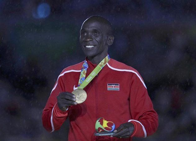 Vítěz maratónu Eliud Kipchoge z Keni byl vyhlášen při slavnostním zakončení OH.