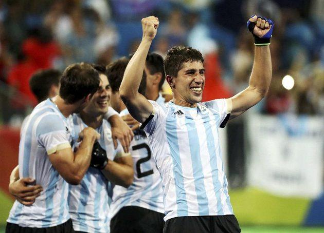 Pozemní hokejisté Argentiny slaví v Riu senzační zlato.