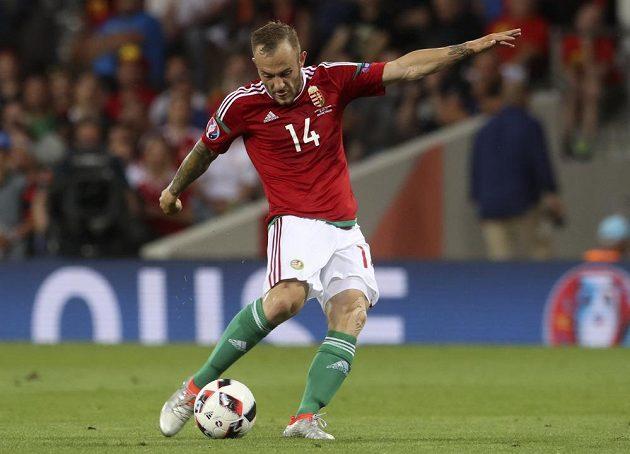 Maďar Gergo Lovrencsics střílí v zápase s Belgií.