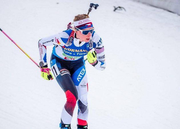 Makula na lyžích zářila, k tomu přidala pouze dvě minely na střelnici a Puskarčíkové předávala na prvním místě.