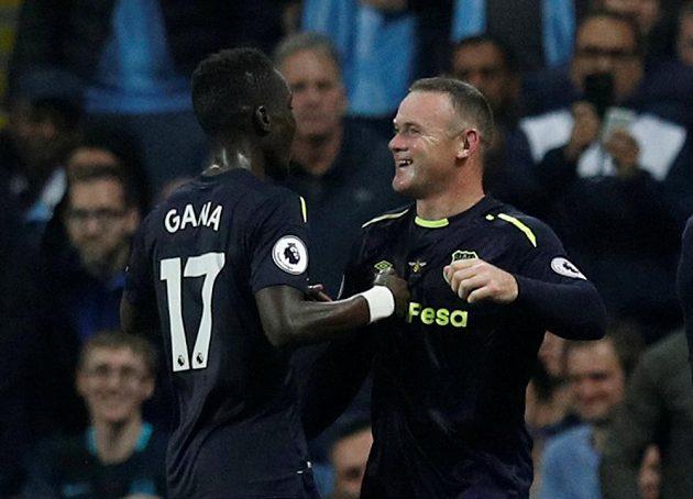 Útočník Wayne Rooney vstřelil vedoucí gól Evertonu na hřišti Manchesteru City v utkání Premier League.