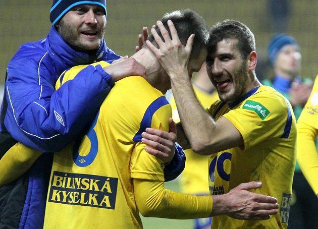 Radost teplických hráčů po vítězném utkání, uprostřed Štěpán Vachoušek, vpravo Admir Ljevakovič.