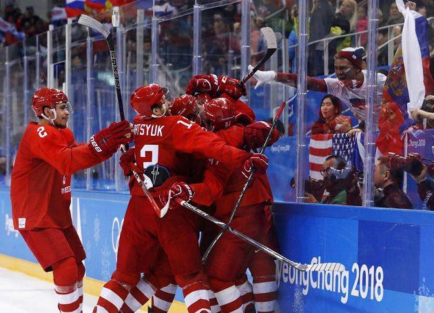 Ruská radost. Sborná vyhrála nad Německem ve finále olympijského turnaje 4:3 po prodloužení.