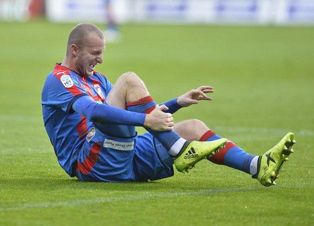 Fotbal někdy bolí! Ví to i plzeňský střelec Michael Krmenčík.