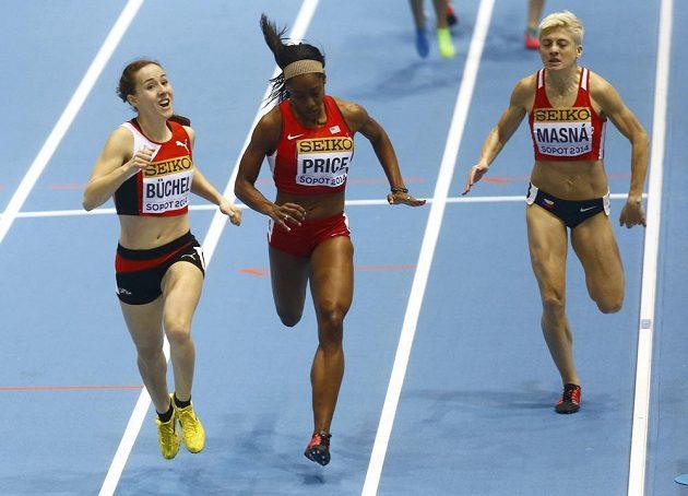Lenka Masná (vpravo) skončila třetí v rozběhu na 800 m při halovém MS v Sopotech, vlevo Švýcarka Selina Büchelová, uprostřed Američanka Chanelle Priceová.