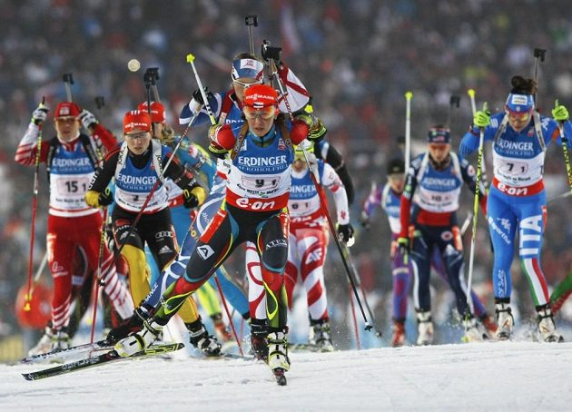 Veronika Vítková odstartovala velmi dobře a hned v úvodu štafetového závodu se ujala vedení.