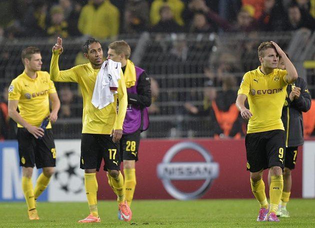 Dortmundští Pierre-Emerick Aubameyang (17) a Ciro Immobile zdraví fanoušky po utkání LM s Galatasarayem.