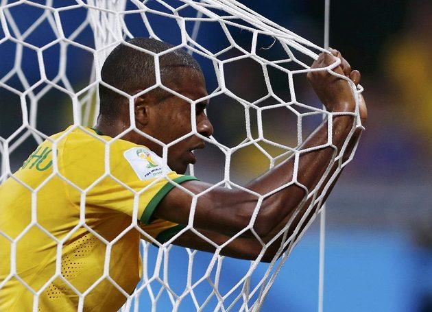 Zdrcený Brazilec Fernandinho.