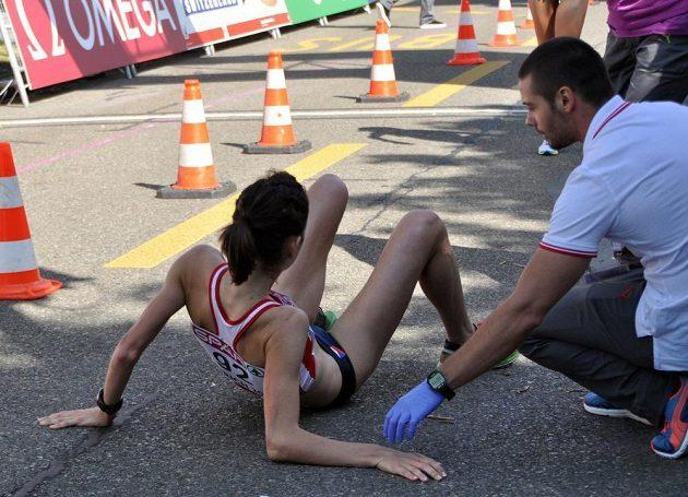 Anežka Drahotová v cíli závodu na 20 km chůze na mistrovství Evropy v Curychu.