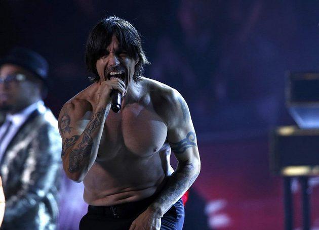 Na hudebním programu během přestávky se podílel i Anthony Kiedis s kapelou Red Hot Chili Peppers.