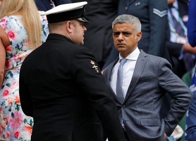 Londýnský starosta Sadiq Khan před wimbledonským finále.