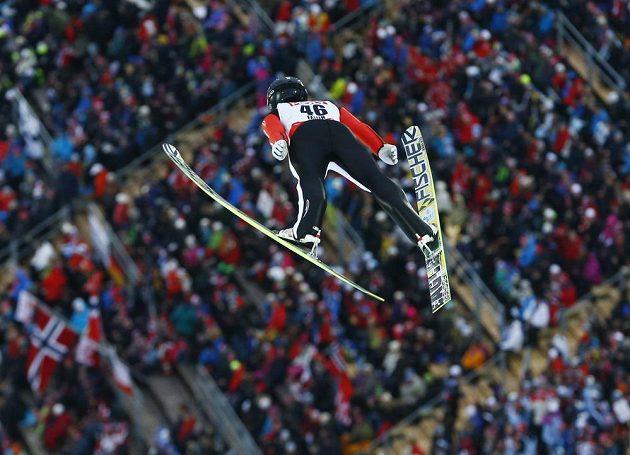 Skokan na lyžích Roman Koudelka během závodu na velkém můstku na MS ve Falunu.