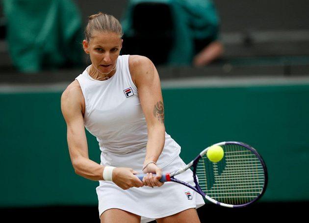 Karolína Plíšková v semifinále Wimbledonu s Arynou Sabalenkovou z Běloruska.