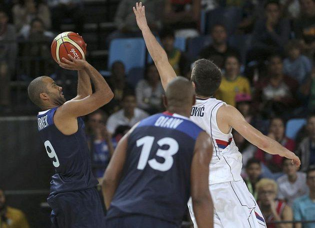 Utkání basketbalistů Francie a Srbska na OH v Riu.