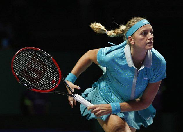 Petra Kvitová v duelu s Caroline Wozniackou na Turnaji mistryň v Singapuru.