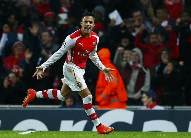 Útočník Arsenalu Alexis Sánchez slaví gól proti Anderlechtu ve 4. kole Ligy mistrů.