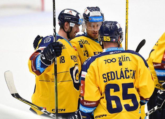 Hokejisté Zlína se radují z gólu, zleva autor branky Martin Novotný, Daniel Gazda a Pavel Sedláček.