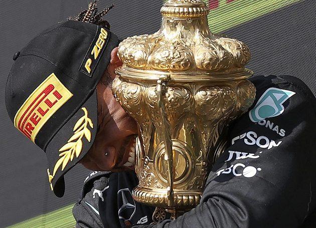 Přehnal to Hamilton? Za neuctivé a nesportovní označil nizozemský jezdec Max Verstappen vítězné oslavy Lewise Hamiltona po Velké ceně Británie