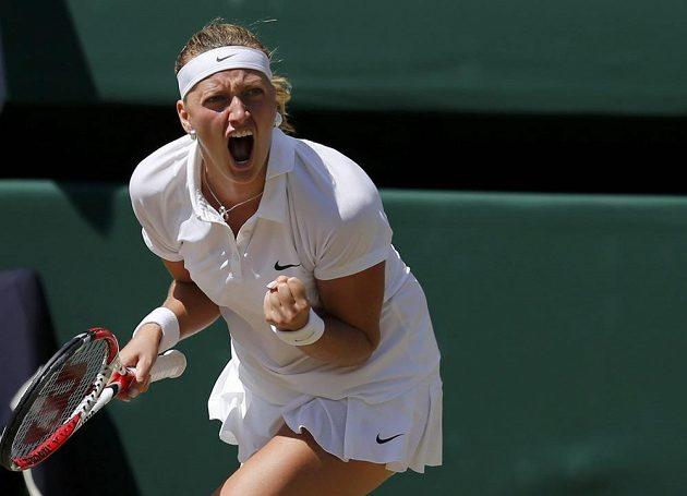Petra Kvitová se raduje po vítězném míčku v semifinále Wimbledonu.
