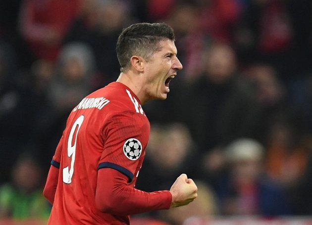 Kanonýr Bayernu Robert Lewandowski slaví poté, co vstřelil gól v Lize mistrů do sítě AEK.