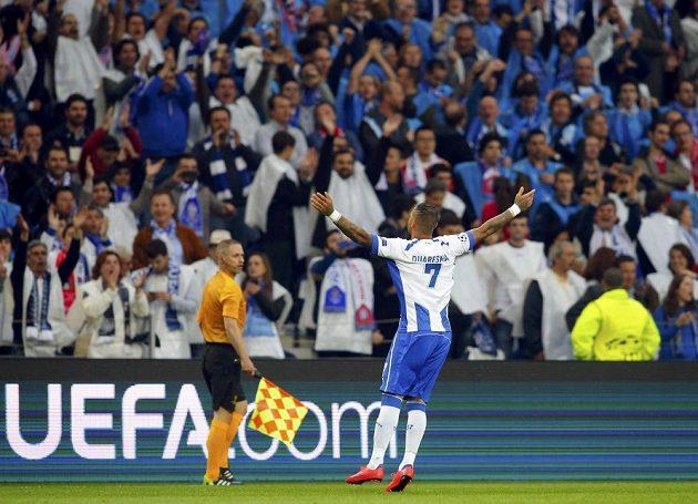 Ricardo Quaresma z Porta se raduje z gólu proti Bayernu.