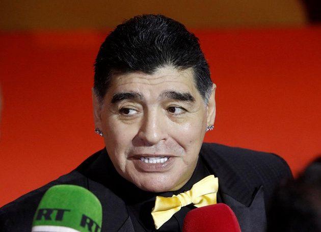 Diego Maradona hovoří se zástupci médií na losu fotbalového MS 2018 v Moskvě.