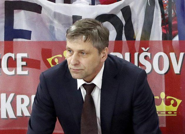 Český kouč Josef Jandač při utkání se Švédy.