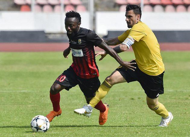 Ngandu Joel Kayamba (vlevo) patří k největším hvězdám Opavy.