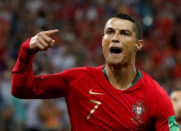 Cristiano Ronaldo slaví. Proměnil penaltu a na mistrovství světa poslal Portugalsko do vedení v bitvě se Španělskem.