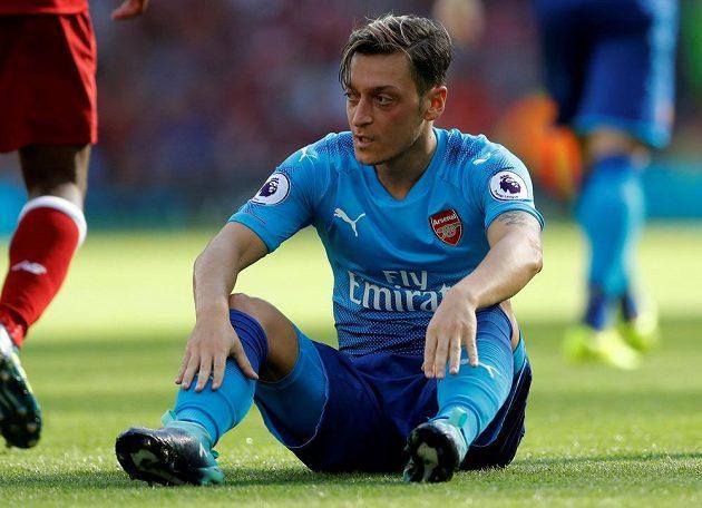 Nechápavý výraz Mesuta Özila z Arsenalu.